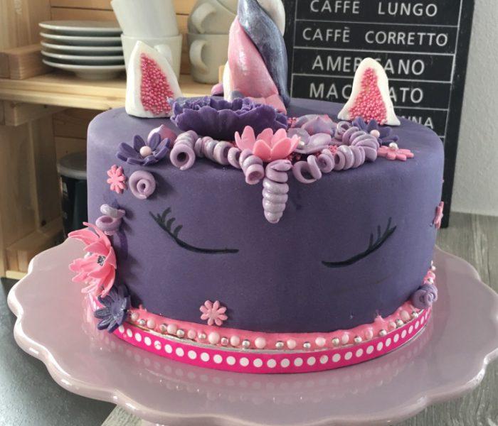 Einhorn Pinata – Torte